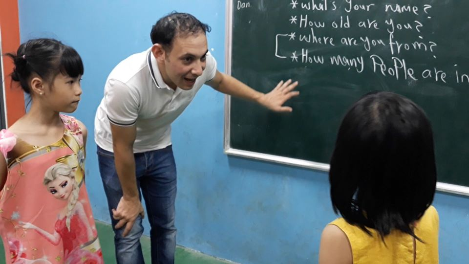 Học tiếng Anh ở trung tâm giúp bé tiếp thu tốt hơn