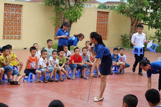 Câu lạc bộ tiếng anh cho thành viên nhí tại Happy School