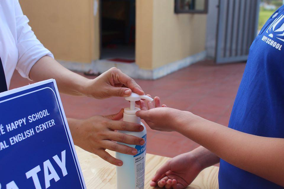 Giữ an toàn cho trẻ khi quay lại lớp học cùng Happy School
